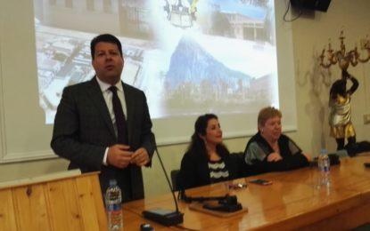 Fabian Picardo disertó a los alumnos del Virgen de la Esperanza de La Línea