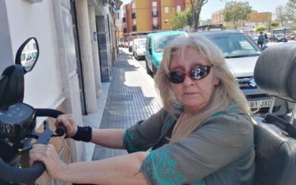 Teresa Calvente, tras seis meses sin poder salir de casa, lleva 300 días esperando que le pinten la señal de minusválido