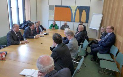 El Ministro Principal y el Viceministro Principal informan a destacados diputados británicos que mostraron una vez más su inquebrantable apoyo a Gibraltar_1