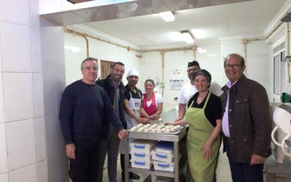 El alcalde ha visitado la pastelería Moka de la barriada de Periáñez
