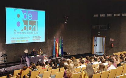 Secretariado Gitano presenta en La Línea ante estudiantes de secundaria su campaña 'Lección gitana'
