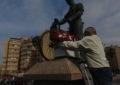 Ascteg hizo su tradicional ofrenda floral a la estatua del trabajador español en Gibraltar (con galería de imágenes)