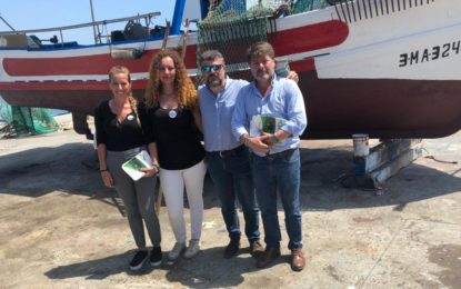 El equipo de VOX La Línea se desplazó al puerto pesquero de La Atunara para mostrar su gran preocupación por el estado de la flota pesquera