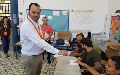 Alvaro Marfil (Ciudadanos), tras votar en el Colegio La Velada, espera que la jornada tenga una alta participación