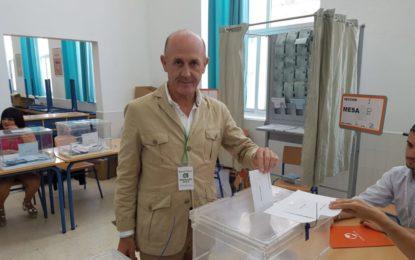 Ángel Villar (Andalucistas Linenses), tras votar, espera que estas elecciones sean el «despegue de La Línea»