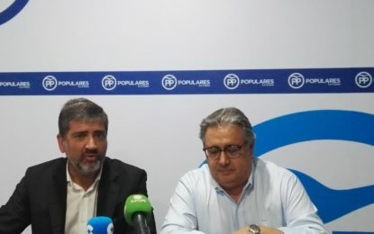 Zoido ve una «oportunidad» para La Línea que gane el PP para ir de la mano de la Junta, que «era un muro»