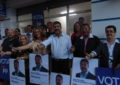 El PP arranca con fuerza la campaña con su pegada de carteles