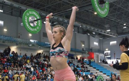 Deportes felicita a la joven Paula García Chacón, medalla de plata en el campeonato andaluz de halterofilia