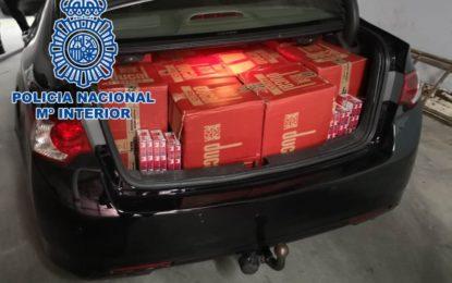 La Policía Nacional detiene a tres personas tras ser sorprendidos alijando tabaco de contrabando a plena luz del día