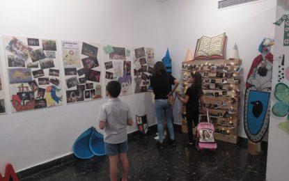 Una exposición en la Galería Manolo Alés conmemora diez años de Paripé Teatro
