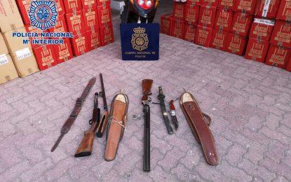 Detenidas tres personas como presuntos autores de un delito de contrabando de tabaco y tenencia ilícita de armas en La Línea