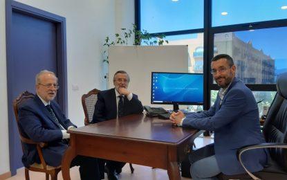 El alcalde recibe al actual y al próximo delegado del Ministerio de Asuntos Exteriores en la comarca