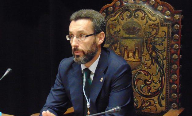 El equipo de gobierno prevé trasladar al pleno de agosto la cancelación anticipada de la deuda de 7,2 millones de euros con Aqualia