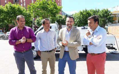El Ayuntamiento y Mancomunidad presentan un nuevo vehículo  de hidrolimpieza para contenedores