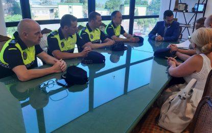 El alcalde ha firmado hoy la toma de posesión de cuatro nuevos oficiales para la Policía Local