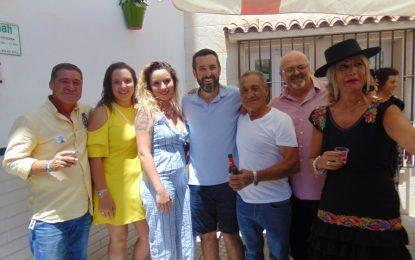 Germán Domínguez celebró en su empresa un año más el Domingo Rociero con la visita del alcalde