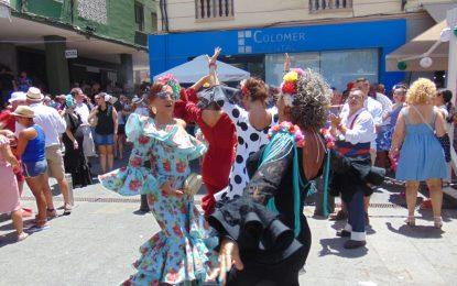 Extraordinario ambiente en las calles del centro de La Línea en el Domingo Rociero (con galería de fotos)
