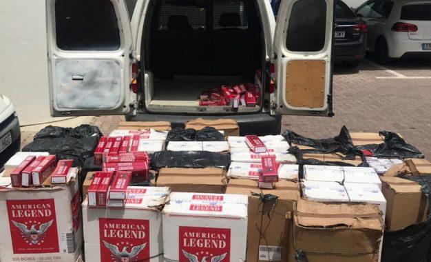 La Policía Local de La Línea y la Guardia Civil colaboran para detener a una persona sorprendida con casi quince mil cajetillas de tabaco de contrabando