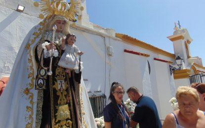Mantenimiento Urbano acomete trabajos de mejoras en el entorno de la iglesia de la Virgen del Carmen