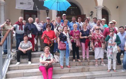 La delegación de Turismo atiende semanalmente una media de sesenta personas en sus visitas guiadas por la ciudad
