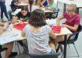 El concejal de Juventud  visita a las alumnas participantes en el campamento de robótica educativa
