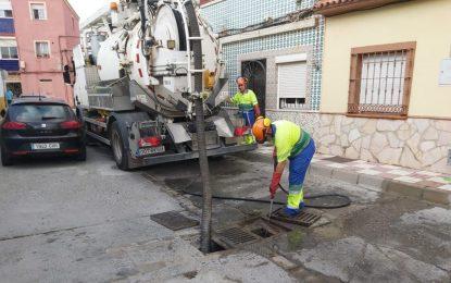 La limpieza de las redes de saneamiento y pluviales llega a la calle Lepanto