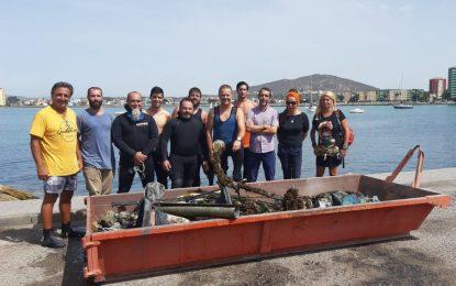 Ñeco y Abellán asisten a la jornada de limpieza del el fondo marino en Puerto Chico