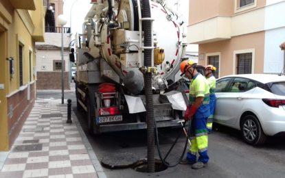 Limpieza de imbornales en  Puerto de la Luz, Nogal y Juan Ramón Jiménez