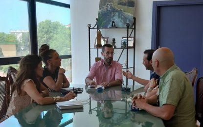 La cooperativa de Radio Taxi mantiene un primer encuentro con las delegadas de Movilidad Urbana y Turismo