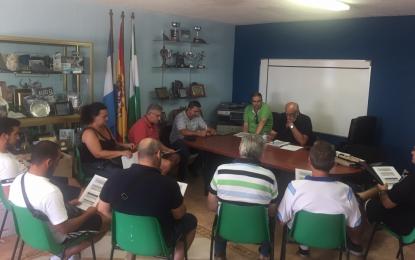 Vidal aborda con clubes deportivos de fútbol la distribución de horarios y uso de campos de la Ciudad Deportiva
