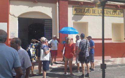 Regatistas del puerto deportivo Alcaidesa Marina participan en una visita guiada organizada  por la Oficina Municipal de Turismo