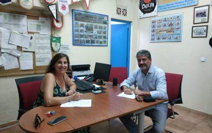 Juan Pablo Arriaga, director de Alcaidesa Eventos y Silvia Pozo presidenta del ULB han firmado en las oficinas de la entidad el acuerdo de renovación de patrocinio entre ambas partes
