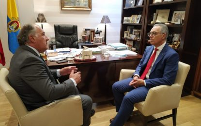 El presidente de la Mancomunidad del Campo de Gibraltar visita el Ayuntamiento de Algeciras