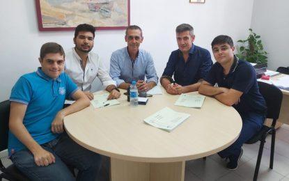 Sebastián Hidalgo recibe a alumnos del IES Mediterráneo que realizarán prácticas a nivel municipal