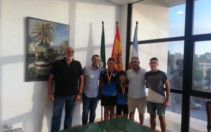 El alcalde recibe a los subcampeones de España de remo olímpico en categoría alevín
