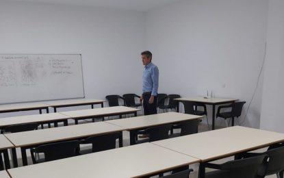 El concejal de Educación supervisa las instalaciones del Centro de Adultos Almadraba