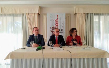 Juan Lozano presenta su proyecto político basado en el consenso y el diálogo en las jornadas de la Confederación de Empresarios del Campo de Gibraltar