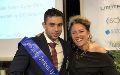 El Instituto de Secundaria Bayside de Gibraltar recibe el galardón al mejor formador de ciberseguridad en Reino Unido