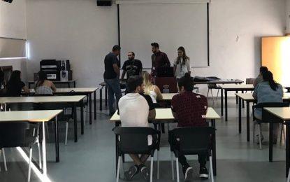 25 personas han comenzado hoy en la Casa de la Juventud  los cursos de inglés y español