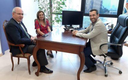 El alcalde de La Línea recibe la visita institucional del presidente de la Confederación de Empresarios de Cádiz