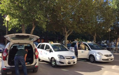 La Policía Local inmoviliza un 'taxi pirata' que se publicitaba en Gibraltar