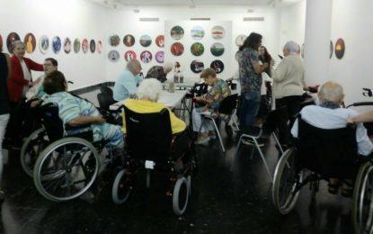 La galería Manolo Alés colabora con usuarios del  Centro de Atención Integral al Mayor  de la calle Carboneros
