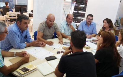 """Turismo y  Mercados y Comercio elaboran la programación de actos de """"La Línea de Gibraltar"""""""