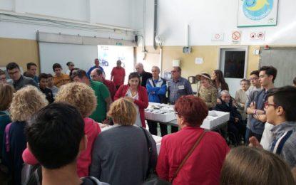 El alcalde ha visitado junto a los participantes el puerto pesquero y la lonja