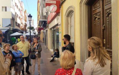 Un grupo de la ONCE participa en la ruta de visita a las Casas Burguesas promovida por la delegación de Turismo