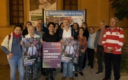 Unidas Podemos hizo su tradicional pegada de carteles en La Línea en la Plaza de la Constitución