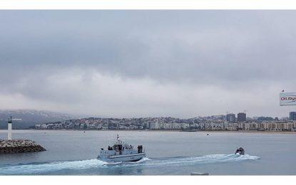 El HMS Scimitar efectúa un corto despliegue en Tánger para rendir tributo a los caídos de Guerra de la Commonwealth ahí