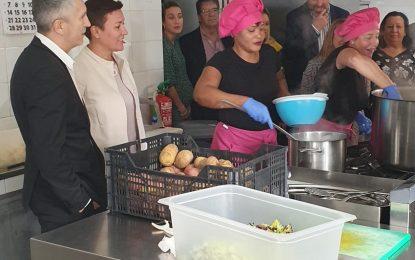 Marlaska ha visitado el Hogar Betania en La Línea donde ha destacado el enorme valor que realiza la sociedad civil contra la desigualdad