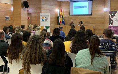 Eva Pajares inaugura la charla sobre violencia de género en redes sociales organizada por el Instituto Andaluz de la Mujer en Algeciras