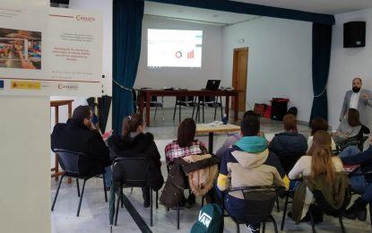 Comerciantes participan en un taller sobre estrategias de marketing organizado por la Cámara de Comercio en colaboración con el Ayuntamiento